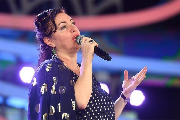 Артистка на сцене | Фото: kp.ru