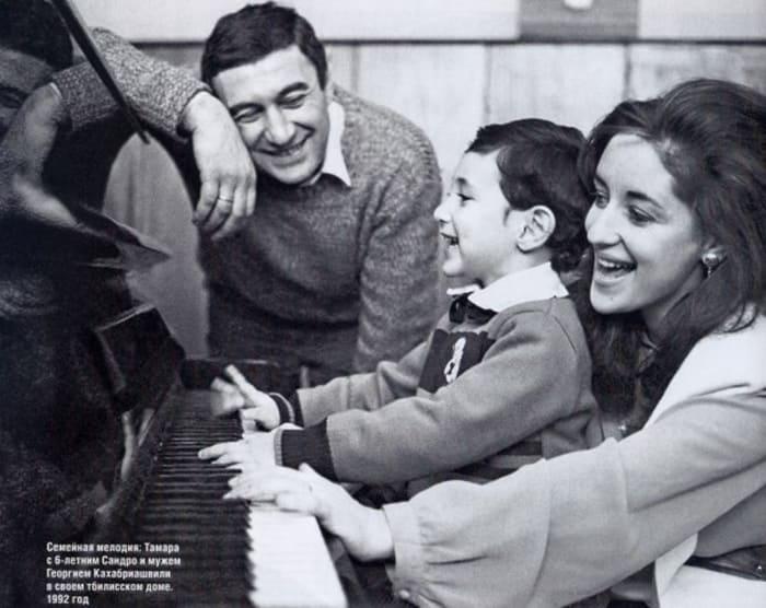 Артистка с первым мужем и сыном | Фото: starpri.ru