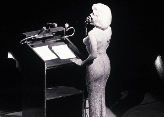 Самым известным и скандальным исполнением этой песни считают версию Мэрилин Монро   Фото: news.easybranches.com