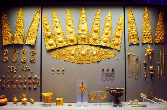 Золотые предметы из находок Шлимана в Микенах | Фото: economistua.com