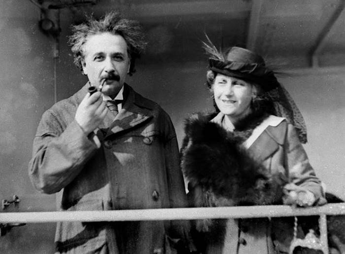 Альберт Эйнштейн и его вторая жена Эльза | Фото: kommersant.ru