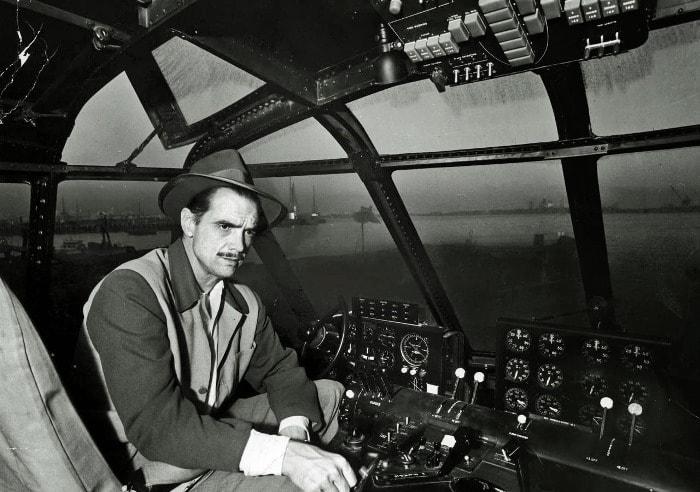 Первый официальный миллиардер Говард Хьюз | Фото: cameralabs.org