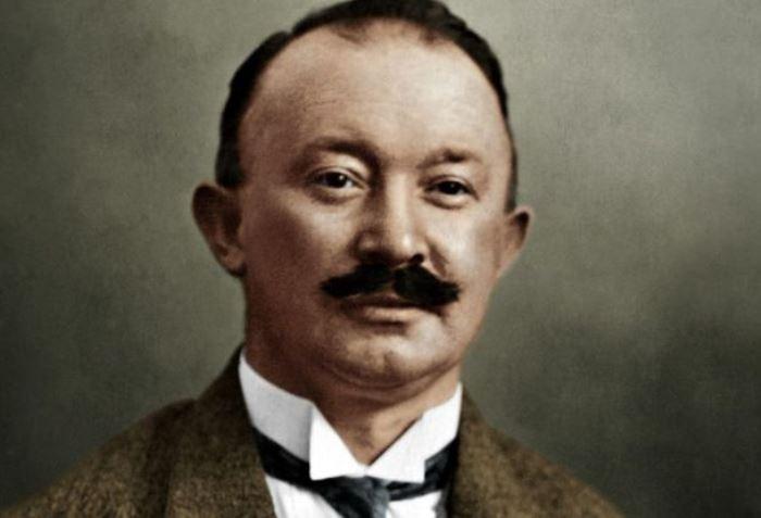 Дизайнер и основатель знаменитого бренда Хьюго Босс   Фото: wlooks.ru