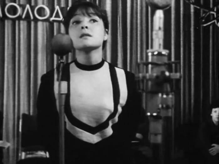 Белла Ахмадулина в фильме *Мне двадцать лет*, 1962-1964   Фото: kino-teatr.ru