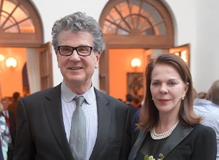 Актер со второй женой, Консуэло де Авиланд | Фото: aif.ru
