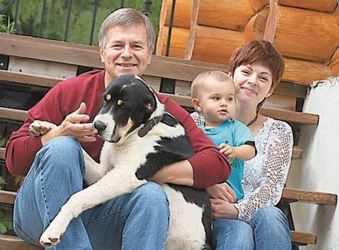 Актер с женой и сыном | Фото: 24smi.org