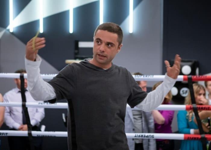Илья Глинников в сериале *Фитнес-3*, 2020 | Фото: kino-teatr.ru