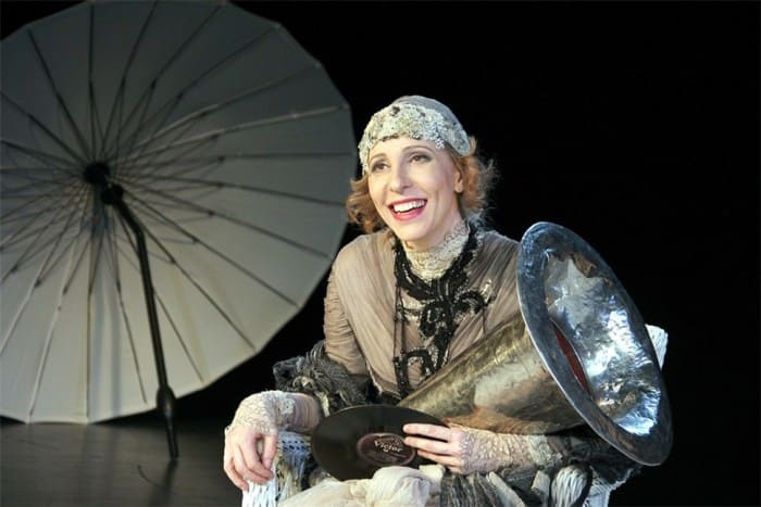 Актриса на сцене театра | Фото: rewizor.ru