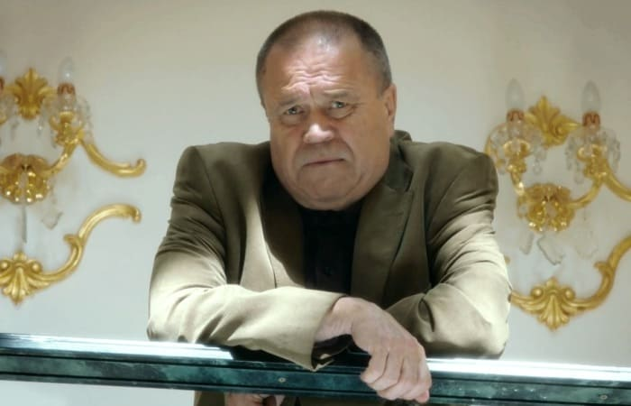 Александр Ильин в сериале *Форс-мажор*, 2017 | Фото: kino-teatr.ru