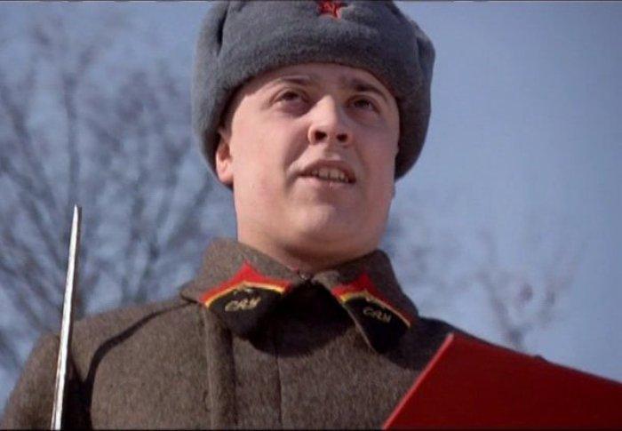 Александр Ильин-младший в сериале *Курсанты*, 2004 | Фото: kino-teatr.ru