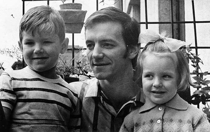 Илзе Лиепа с братом и отцом   Фото: stuki-druki.com