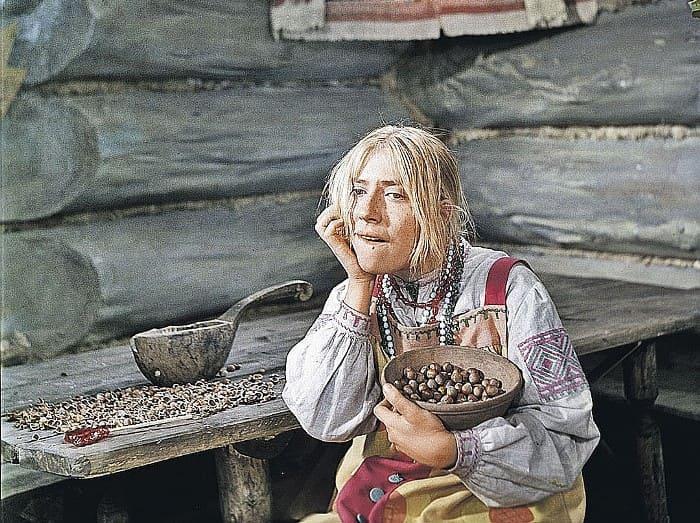 Инна Чурикова в роли Марфуши в фильме *Морозко*, 1964 | Фото: kp.ru