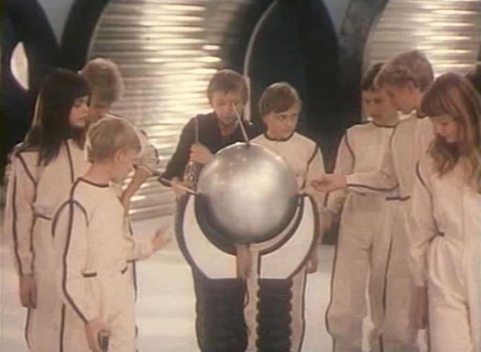 Инна Чуркина (слева) в фильме *Гостья из будущего*, 1984 | Фото: kino-teatr.ru