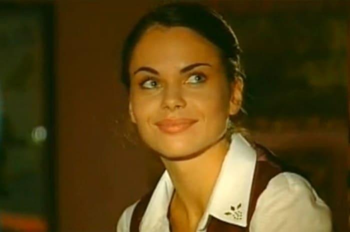 Инна Гомес в сериале *Маросейка, 12*, 2001 | Фото: kino-teatr.ru
