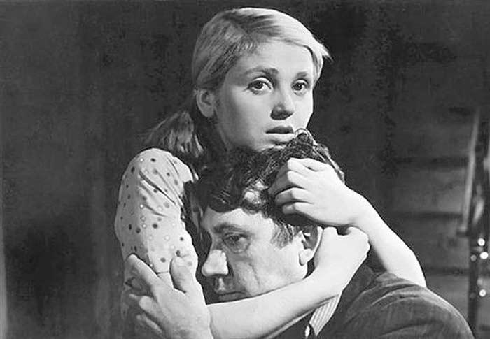 Инна Гулая и Юрий Никулин в фильме *Когда деревья были большими*, 1961 | Фото: kino-teatr.ru
