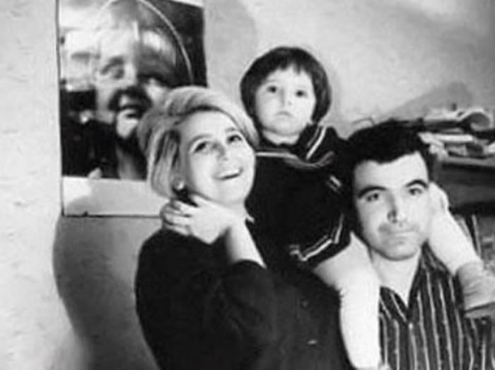 Супруги с дочерью | Фото: kino-teatr.ru
