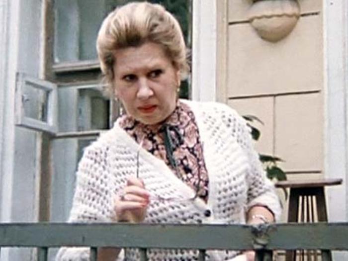 Инна Ульянова в фильме *Покровские ворота*, 1982 | Фото: kino-teatr.ru