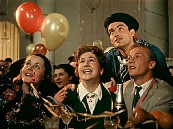 Кадр из фильма *Карнавальная ночь*, 1956 (Инна Ульянова – в центре) | Фото: kino-teatr.ru