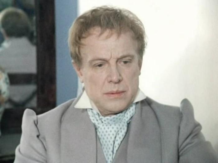 Иннокентий Смоктуновский в фильме *Мертвые души*, 1984 | Фото: kino-teatr.ru