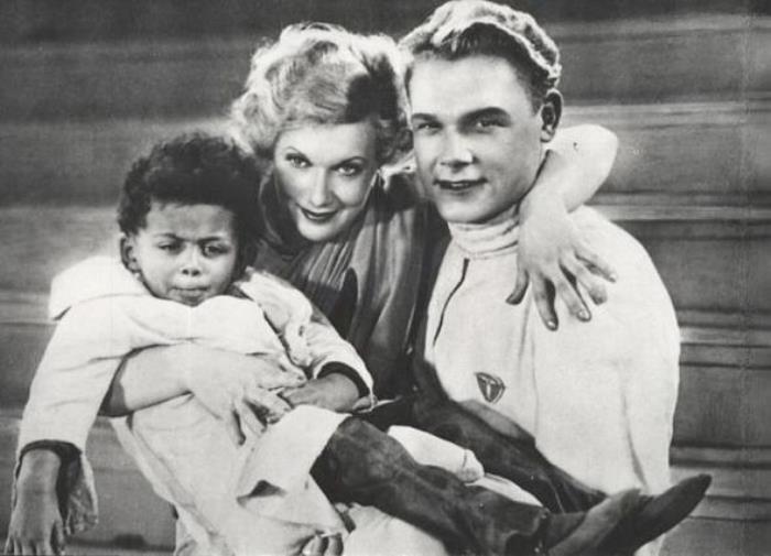 Интернациональные браки были возможны только в кино. Любовь Орлова в фильме *Цирк*, 1936 | Фото: nnm.me