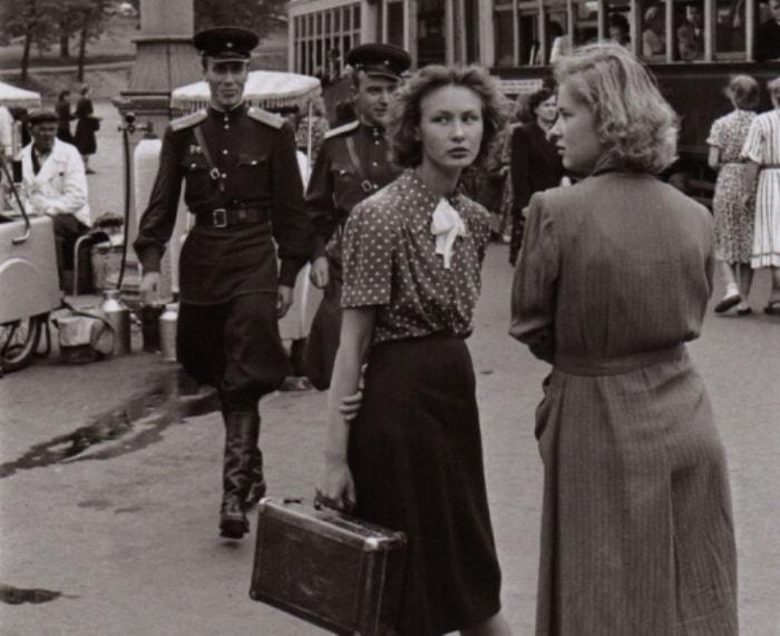 Москва. Уличная сцена, 1954. Фото Анри Картье-Брессона   Фото: bs-klub.ru