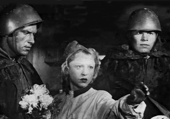 Кадр из фильма *Два бойца*, 1943 | Фото: kino-teatr.ru
