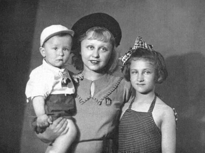 Актриса с детьми | Фото: kino-teatr.ru