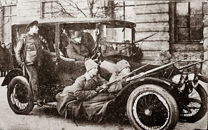 Вооруженный патруль. Петроград, февраль 1917 | Фото: moremhod.info