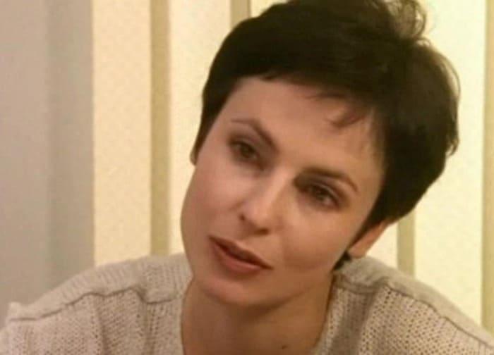 Ирина Апексимова в сериале *День рождения Буржуя*, 1999 | Фото: kino-teatr.ru