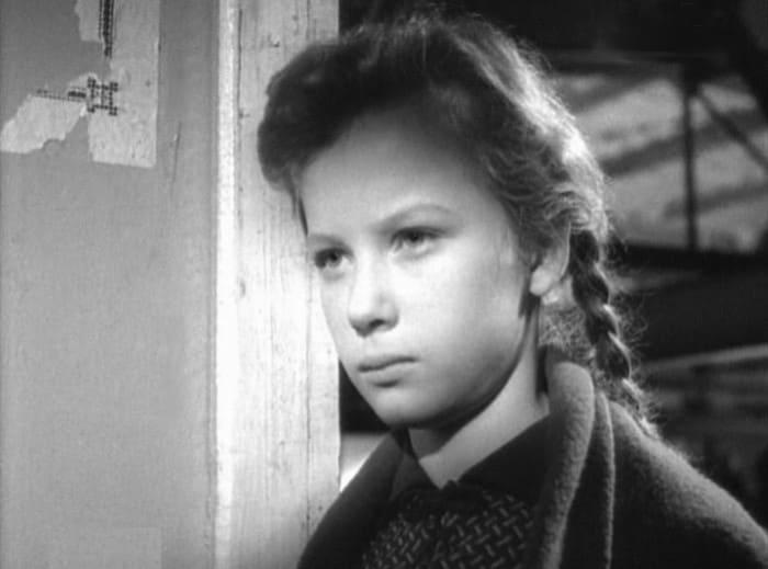 Дебютная роль в кино Ирины Бразговки в фильме *Иду искать*, 1966 | Фото: kino-teatr.ru