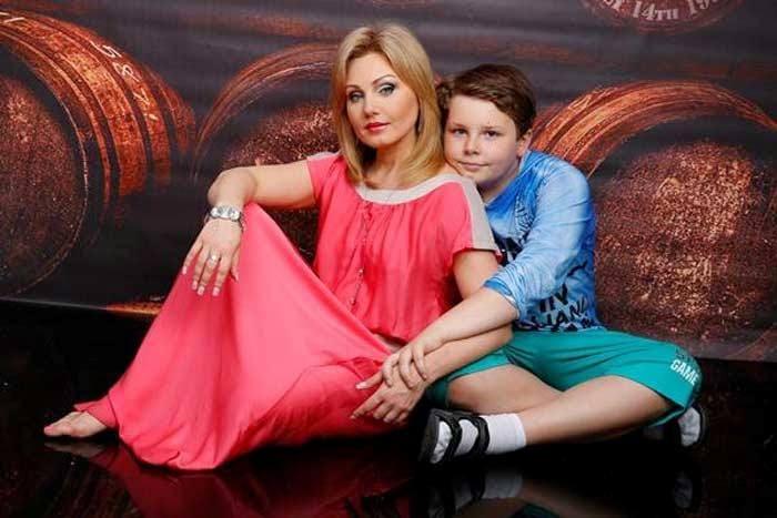 Актриса с сыном Никитой | Фото: stuki-druki.com