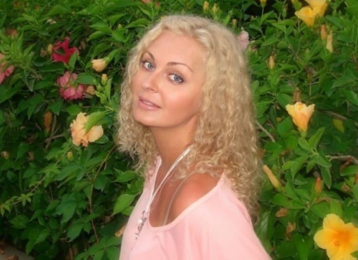 Одна из самых красивых актрис начала 1990-х гг. по-прежнему очаровательна   Фото: kino-teatr.ru