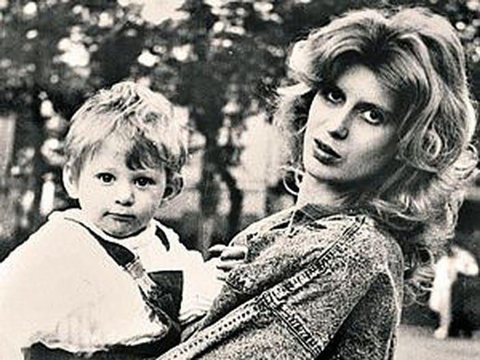 Актриса с сыном | Фото: kp.ru