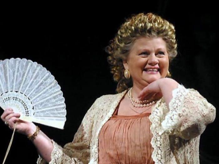 Актриса на сцене театра, 2008 | Фото: biographe.ru