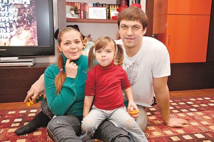 Ирина Пегова и Дмитрий Орлов с дочерью | Фото: wday.ru