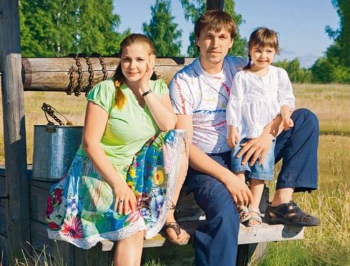 Ирина Пегова и Дмитрий Орлов с дочерью | Фото: uznayvse.ru