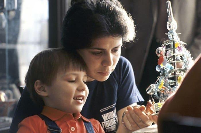 Фигуристка с сыном Сашей, 1984 | Фото: aif.ru
