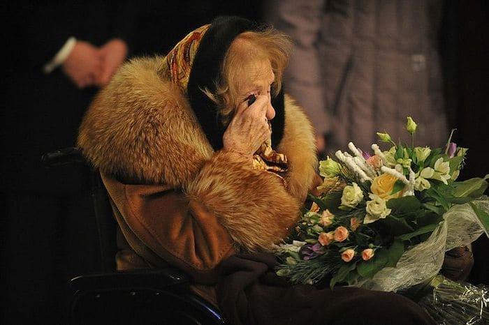 Во время своего визита на родину Ирина фон Дрейер не могла сдержать слез | Фото: pravoslavie.ru