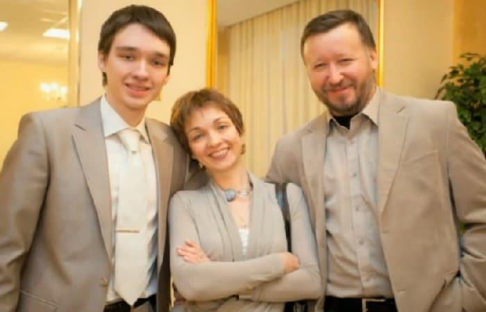 Ксения Филиппова с мужем и сыном | Фото: kino-teatr.ru
