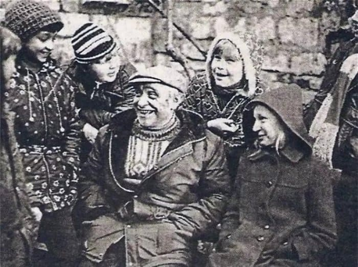 Режиссер Ролан Быков на съемках фильма | Фото: kinoistoria.ru