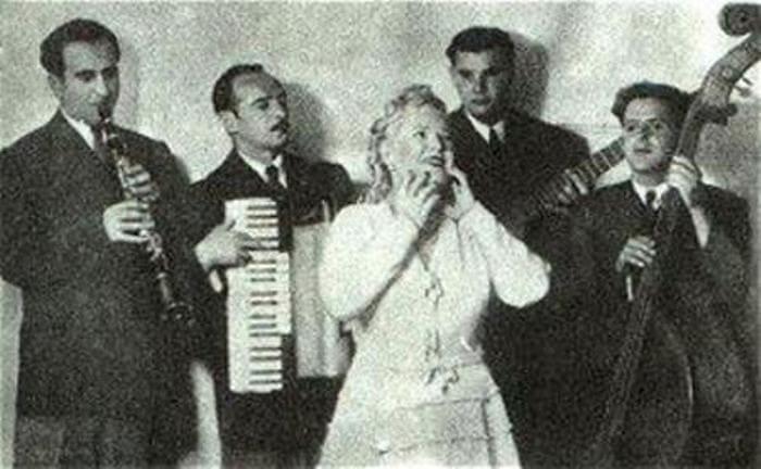 Певица на сцене | Фото: biography-life.ru