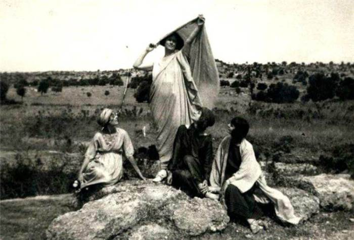 Айседора Дункан со своими ученицами. Греция, Фивы 1920 | Фото: liveinternet.ru