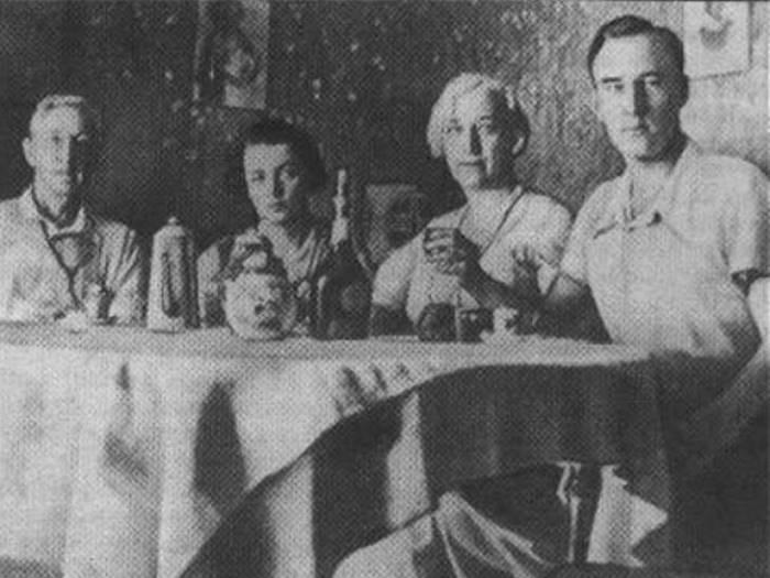 И. Бунин, Г. Кузнецова, В. Бунина, Л. Зуров. Грасс, 1932 | Фото: art.mirtesen.ru