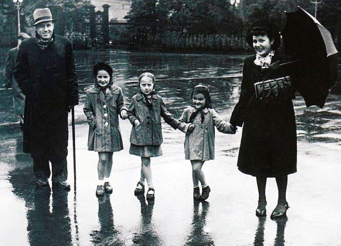 Певец с женой, дочерьми и племянницей | Фото: kino-teatr.ru