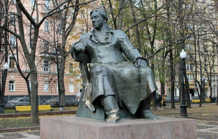 Памятник Крылову в Москве | Фото: liveinmsk.ru