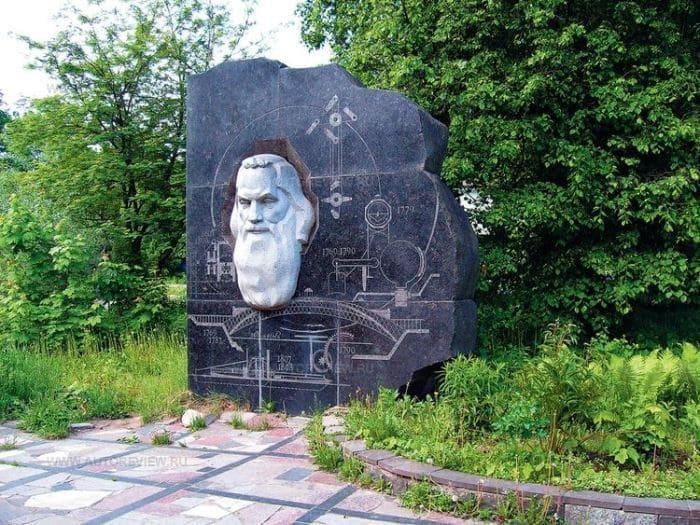 Памятник Ивану Кулибину в Нижнем Новгороде | Фото: top-antropos.com