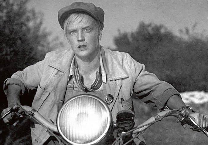 Марина Ладынина в фильме *Трактористы*, 1939 | Фото: supermyzika.ru