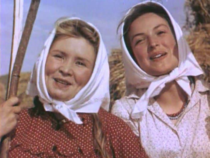 Екатерина Савинова и Клара Лучко в фильме *Кубанские казаки*, 1949 | Фото: kino-teatr.ru