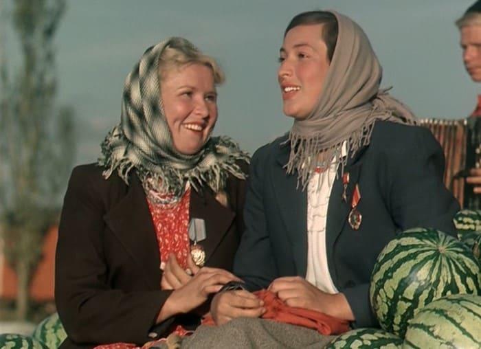 Екатерина Савинова и Клара Лучко в фильме *Кубанские казаки*, 1949 | Фото: liveinternet.ru
