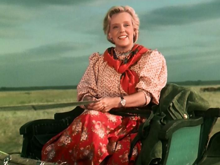 Марина Ладынина в фильме *Кубанские казаки*, 1949 | Фото: teleprogramma.pro